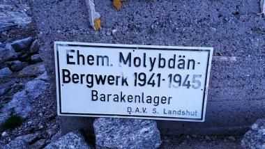 Erinnerungsschild beim Bergwerk