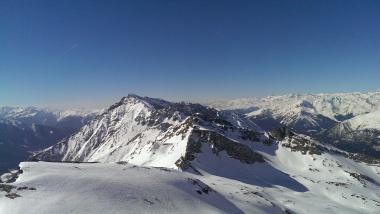 Blick Richtung Süden - die benachbarten Berge Flatsch- und Amthorspitze